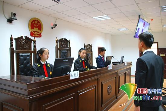 吐鲁番市举行2017年青少年模拟法庭大赛。图为比赛现场。吐鲁番市团委 供图