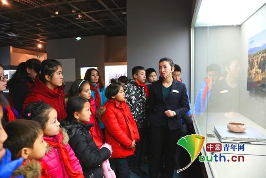 小朋友参观吐鲁番博物馆。吐鲁番市团委 供图