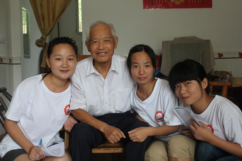 湖南农业大学肖汉伟-湖南农大学子走访抗美援朝老战士图片