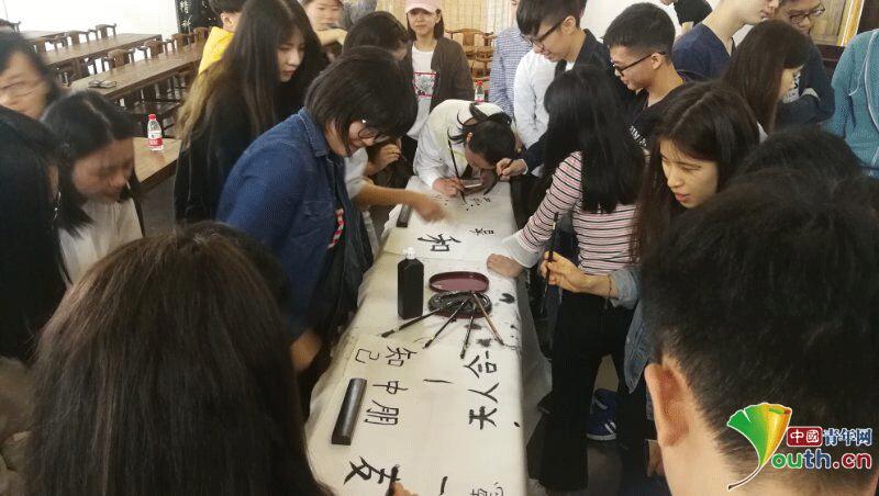 贵州大学:体验少数民族传统文化做两地