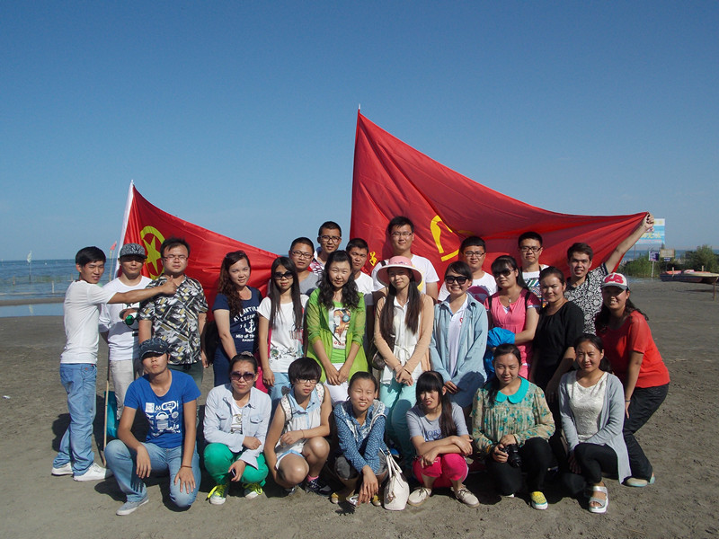 团博湖县委34名团青手拉手开展主题团日活动