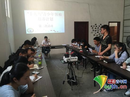 """凤山县开展青少年领袖培养计划培育""""非凡鸟"""""""