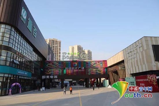 武胜县团团参与融恒时代商圈党支部揭牌仪式