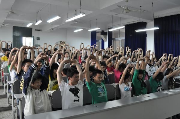 重庆12355走进学校为学子减压
